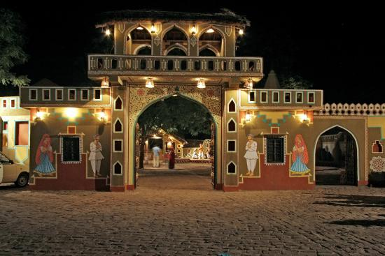 Jaipur 's Chokhi Dhani Ethnic Village Tour